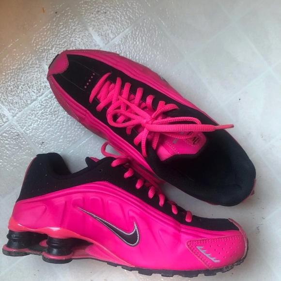 best service e0430 b11be Women's size 7 Nike Shox in HOT PINK